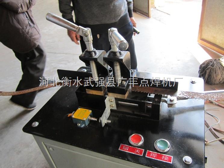 (2) 焊机必须妥善接地后方可使用,以保障人身安全 .